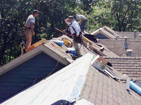 How to Deal with Roofs Problems and Roof Emergency Repairs